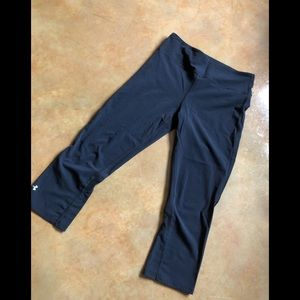 ☀️$6 if bundled! UnderArmour compression capri, XS